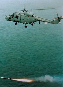 ฮ.Lynx ของ ทร.อังกฤษ ยิง อวป. Sea Skua
