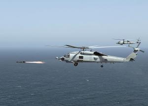 """ฮ.MH-60R สังกัดฝูงบินเฮลิคอปเตอร์โจมตี """"Raptor"""" ของ ทร.สหรัฐฯ ทำการยิง อวป.Hellfire II"""