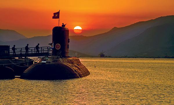 เรือดำน้ำชั้น Kilo ของเวียดนาม ที่ฐานทัพเรือ Cam Ranh