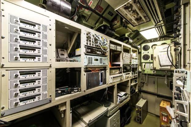5_radioroom